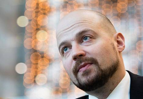 """Mikko Kärnän (kesk) mukaan pääkaupunkiseudulla on syntynyt """"kaaos, kun kaikentyyppiset toimijat ovat päässeet aika kevyillä vaatimuksilla markkinaan kiinni""""."""