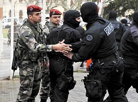 Ranskan poliisin Raid-erikoisjoukko piiritti ampujaa 32 tunnin ajan Toulousessa.