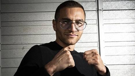 Edis Tatli nyrkkeilee lauantaina Olavinlinnassa.