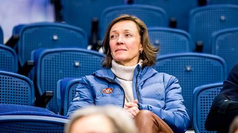 Eveliina Mikkola aloitti Jokereissa lipunmyynnissä vuonna 1991. Ennen nykypestiä hän toimi Helsingin Areenan kaupallisena johtajana.