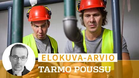 Rousku (Kari-Pekka Toivonen, oik.) ja Raninen (Aku Hirviniemi) pakenevat työttömyyttään perustamalla rakennusalan yrityksen.