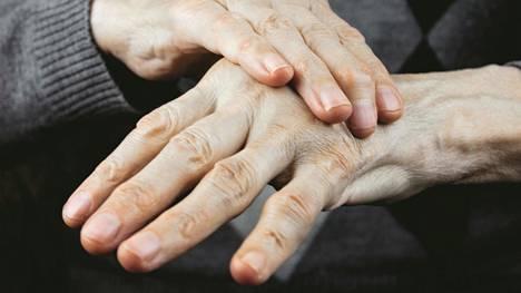 Parkinsonin tauti on hitaasti etenevä liikehäiriösairaus, johon liittyy muun muassa vapinaa.
