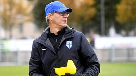 Huuhkajien päävalmentaja Markku Kanerva veti joukkueen harjoituksia tiistaina Helsingin Pallokentällä. Tammikuussa vuorossa on harjoitusleiri etelän lämmössä.