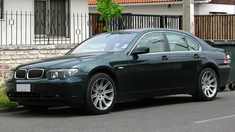 Vakuutusyhtiötä huijannut mies poltti vuosimallin 2003 Bemarinsa. Kuvassa vastaava malli eli BMW 4D 745i.
