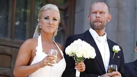 Nanna ja Jere Karalahti avioituivat Johanneksen kirkossa 1. elokuuta 2015.