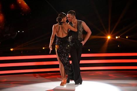 Meeri Koutaniemi ja Matti Puro ovat säväyttäneet Tanssii tähtien kanssa -ohjelmassa viikko toisensa jälkeen.