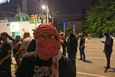 Israelin arabit valmistautuivat Lodissa yhteenottoon äärioikeiston kanssa torstaina.