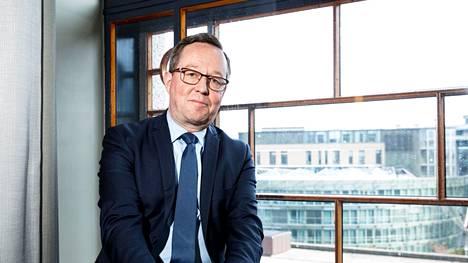 Elinkeinoministeri Mika Lintilä (kesk) kannattaa koronapassia.