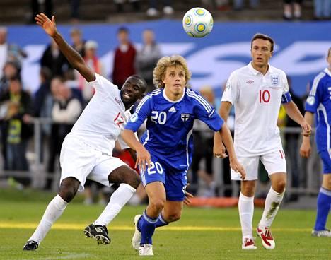 Fabrice Muamba pelasi Suomea ja Teemu Pukkia vastaan vuonna 2009 nuorten EM-kisoissa Ruotsissa.