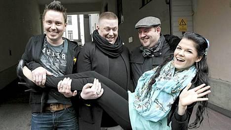 Voice of Finlandin finalistit Mikko Sipola (vas.), Jesse Kaikuranta, Kim Koskinen sekä Saara Aalto.