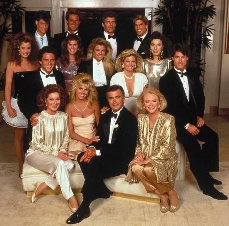 Glamour ja isot kampaukset olivat tärkeitä saippuasarjan alkaessa Yhdysvalloissa 1987.