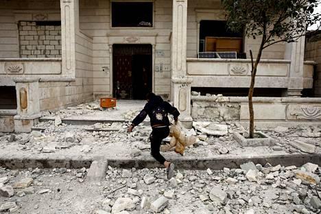Ilmaiskut Idlibissä ovat tuhonneet runsaasti asuintaloja.