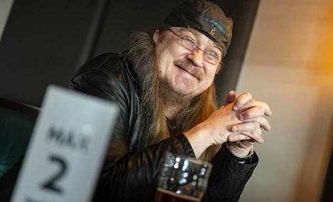Yli 20 vuotta Heinäpään Oluttuvan vakioasiakkaana ollut Sauli Kylmänen lähti baariin heti perjantaiaamuna, kun ravintolasulku päättyi.