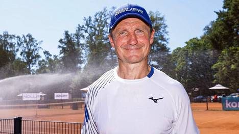 Jere Lehtinen osallistui Kalastajatorpalla Bermuda-tennisturnaukseen.