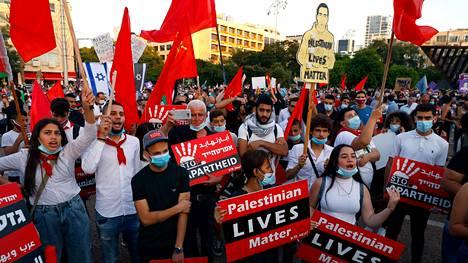 Israelin pääkaupungissa Tel Avivissa osoitettiin mieltä Länsirannan alueiden haltuunottoa vastaan.