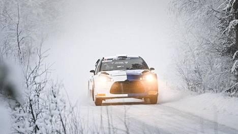 Valtteri Bottas ajoi Rovaniemellä Citroenin WRC-autolla.