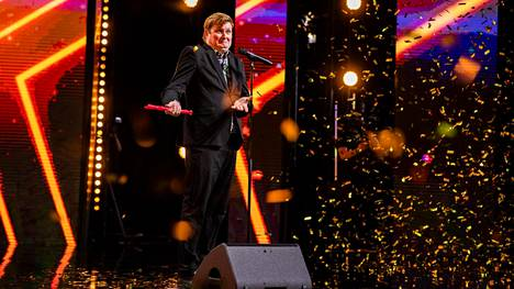 Nokkahuilutaituri Mikko Rautiainen nousi lavalle Talent Suomessa.