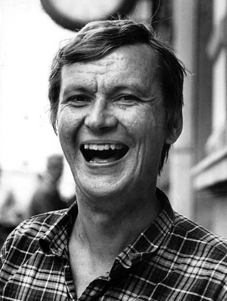 Keskiviikkona julkaistava uusi elämäkerta paljastaa sanoittajamestari Juha Vainion elämästä kipeitä asioita, joista aikalaisilla on hyvin erilaisia muistikuvia.