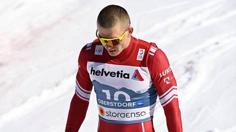 Oberstdorfin MM-kisojen kultamitalisti Aleksandr Bolshunov loukkaantui harjoitusleirillä Krimin niemimaalla.