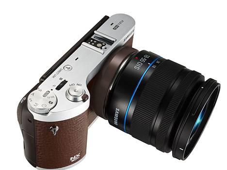 Samsung on osoittanut Tizenin toimivuuden muun muassa kamerassa ja kahdessa älykellossa.