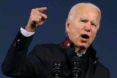 Joe Biden väittää, että kuvernöörin sieppaamisen suunnittelusta epäillyt saivat innoitusta Trumpilta.