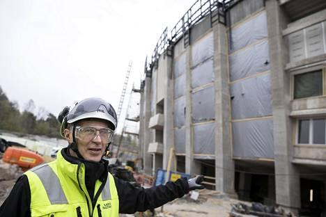Ilkka Rautakivi alleviivaa maan alle rakentuvien tilojen merkitystä Olympiastadionin tulevaisuudelle.
