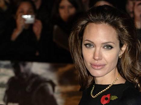 Ystävä sanoo, että Angelina olisi ollut raskaana, mutta menettänyt lapsensa aivan hiljattain.