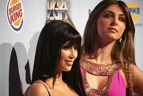 Tältä Kim ja Brittny näyttävät kiertäessään kekkereitä.