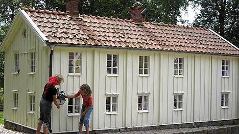 Astrid Lindgren maailmassa on viehättävä pienois - Vimmerby, jonka talot ovat vain parin metrin korkuisia.
