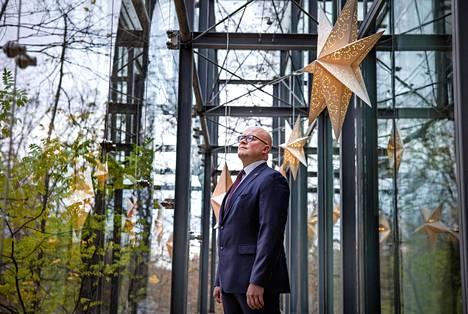 Mikko Hautala on johtanut Suomen Washingtonin-lähetystöä kohta puoli vuotta. Hänellä on pitkä tausta Itä-Euroopan asiantuntijana.