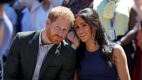 Sussexin herttuapari Harry ja Meghan jättävät hovin tehtävät maaliskuussa.