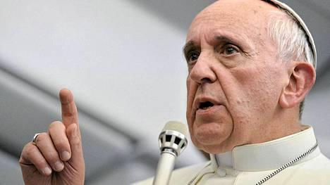 Paavi Francis antoi siunauksensa homopareille.
