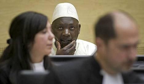 Thomas Lubanga odotti tuomiotaan oikeussalissa Haagissa.