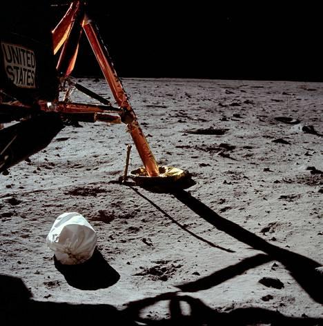 Neil Armstrongin ensimmäisen kuukuvan asetelma ei kenties ollut loppuun asti harkittu.