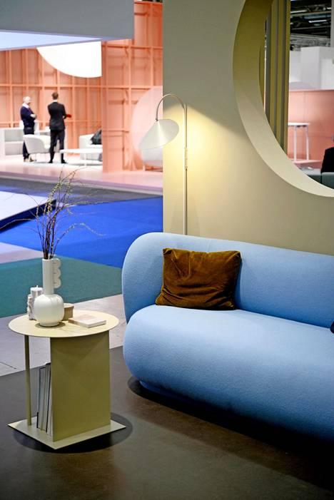 Vaaleansininen sohva on Ferm Livingin osaston väripilkku.