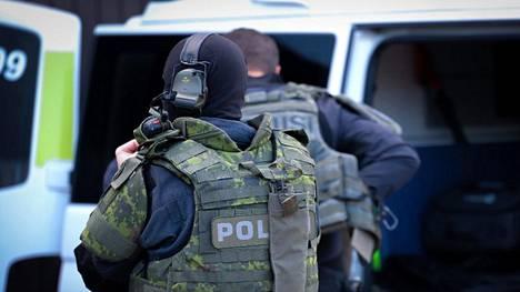 Poliisilla oli maanantaina useita operaatioita eri poliisilaitosten alueella liittyen epäiltyihin huumausainerikoksiin. Kuva on otettu ennen operaation alkua.