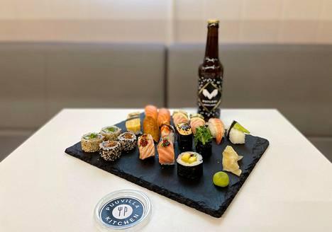 Puuvilla Kitchenissä nautitaan esimerkiksi roomalaistyylistä levypizzaa, sushia, kulhoruokia sekä tanskalaistyylisiä avoleipiä.