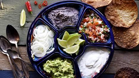 Erilaiset kastikkeet kuuluvat meksikolaiseen ruokaan.