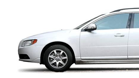 Volvo V70. Kuvan auto on kuvattu vuonna 2009.