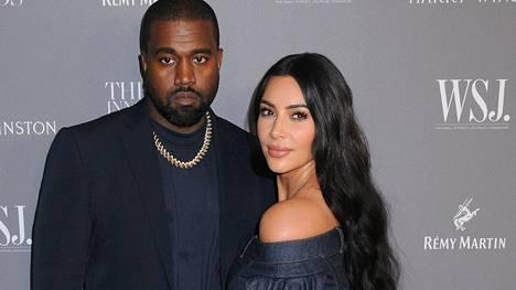 Kim Kardashianin lähipiirin mukaan tosi-tv-kaunotar aikoo erota Kanye Westistä.
