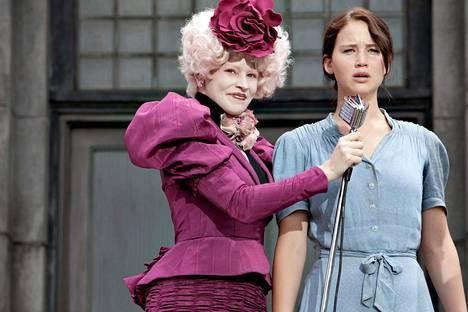Elizabeth Banks ja Jennifer Lawrence Nälkäpelin ykkösosassa.