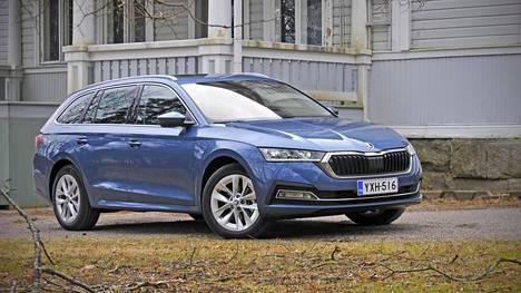 Škodan myyntikärki Octavia muuttuu kasvaessaan entistä näyttävämmäksi ja sisätiloiltaan vetovoimaisemmaksi.