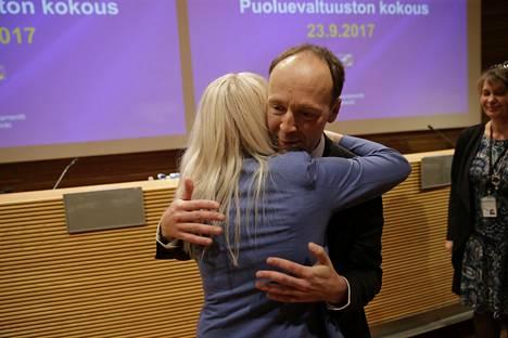 Jussi Halla-aho onnitteli ehdokasta.