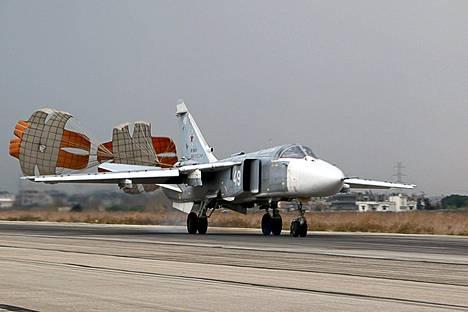 Venäläinen Suhoi Su-24-pommittaja laskeutui Hneiminin sotilastukikohtaan luoteis-Syyriassa Latakian provinssissa.