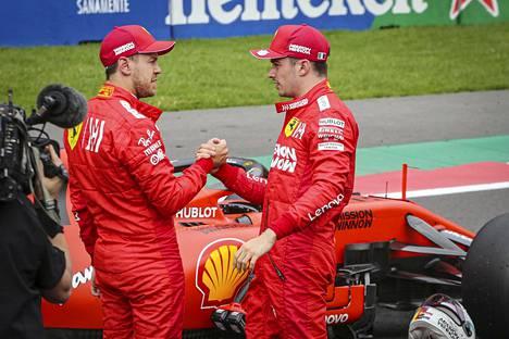 Renki ja isäntä? Tieto Vettelin lähdöstä muuttanee Ferrarin sisäistä asetelmaa tälle kaudelle – jos sitä päästään ylipäätään ajamaan.