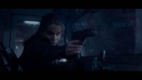 Terminator Genisys -elokuvan kaupassa tapahtuva kohtaus