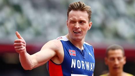 Karsten Warholm jahtaa Tokiossa kultaa. Samalla Ruotsin ja Norjan lehdistössä riidellään hänen kehityksestään.