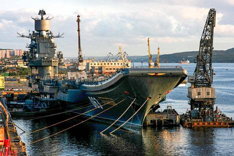 Admiral Kuznetsov vuonna 2009 Murmanskissa.