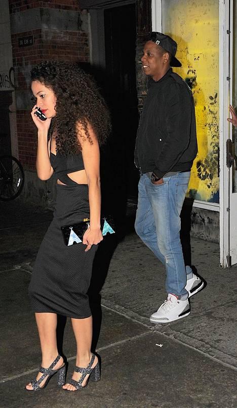 Solange ja Jay Z saivat välinsä selvitettyä, ja heidät on kuvattu hissiepisodin jälkeen yhdessä ruokailemassa perheen kesken.