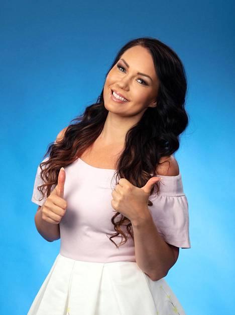 Saija Tuupanen tunnetaan vuoden 2013 tangokuningattarena ja iskelmälaulaja.